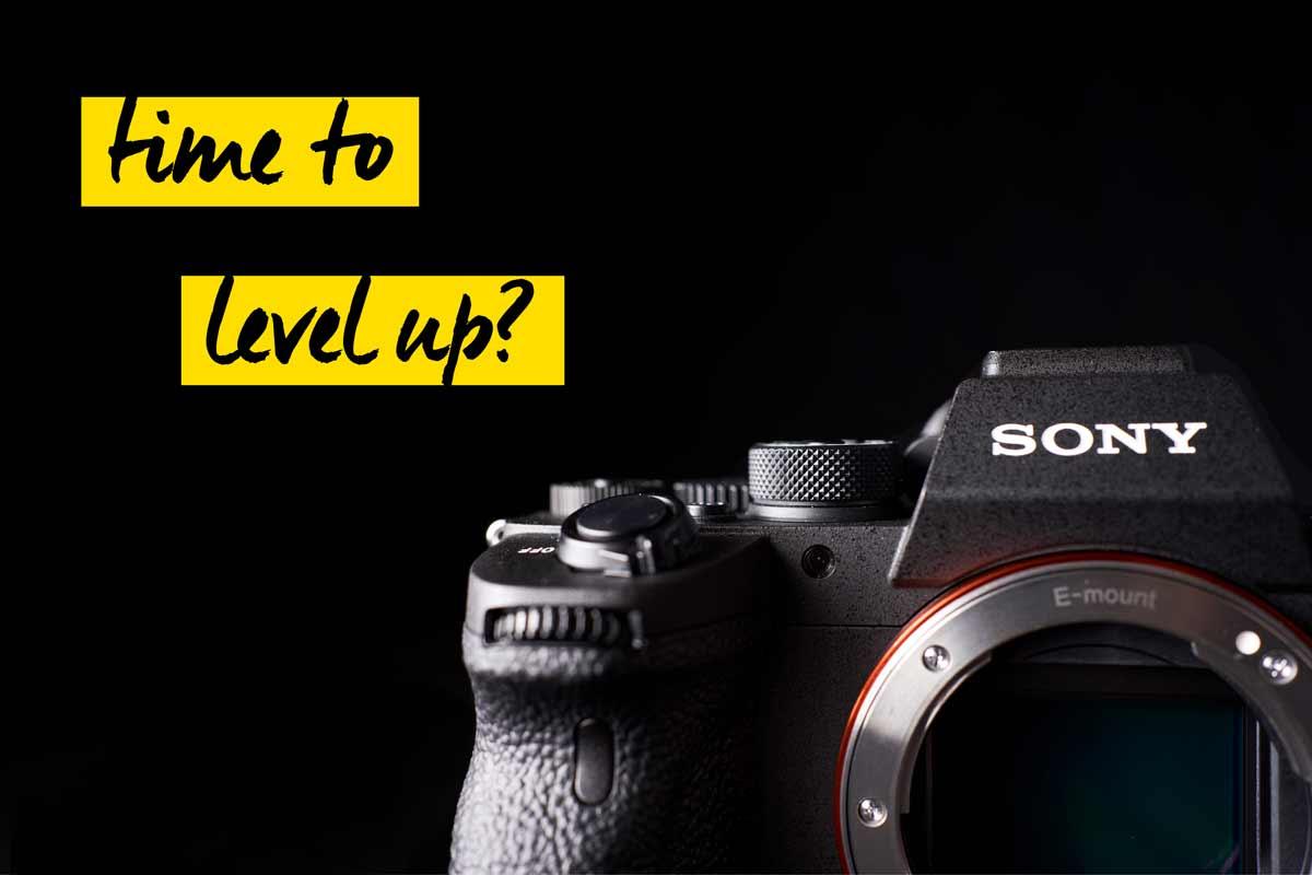 Sony Kamera vor schwarzem Hintergrund